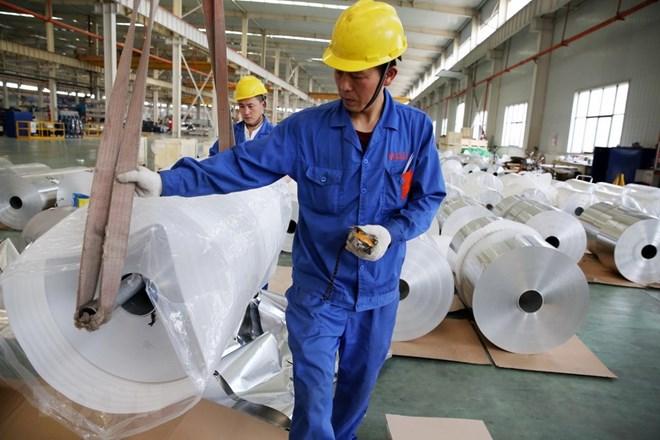 Sản phẩm nhôm cuộn được sản xuất tại một nhà máy ở tỉnh An Huy, Trung Quốc ngày 20/5/2017. (Nguồn: AFP/TTXVN)