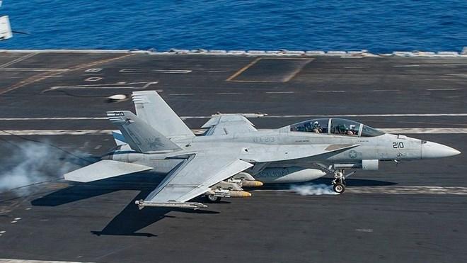 Mỹ: Một máy bay chiến đấu F-18 bị rơi, hai phi công mất tích - ảnh 1