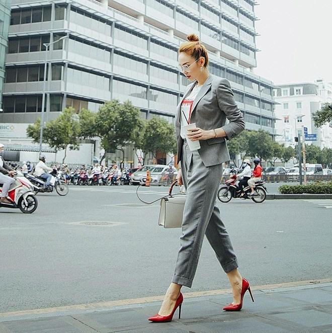 Hoàng Thùy Linh, Kỳ Duyên mix đồ với phụ kiện hàng hiệu - ảnh 7