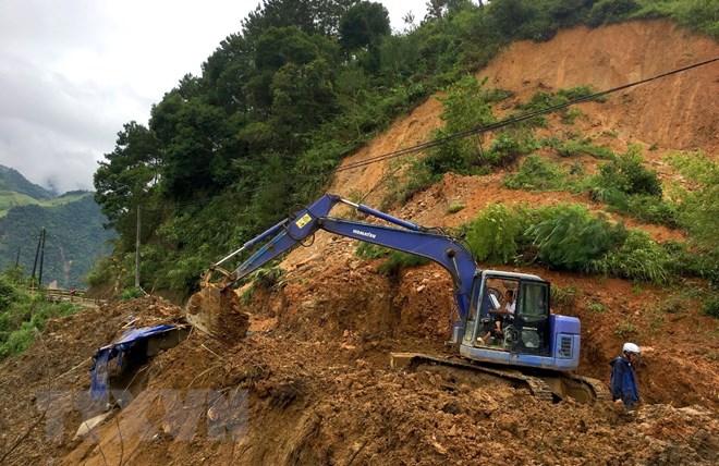 Tỉnh lộ 174 vẫn bị đất đá vùi lấp, vùng cao Trạm Tấu chưa hết cô lập - ảnh 1