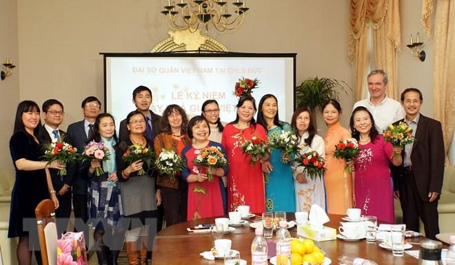 Các đại biểu tại buổi gặp mặt. (Ảnh: Phạm Văn Thắng/TTXVN)