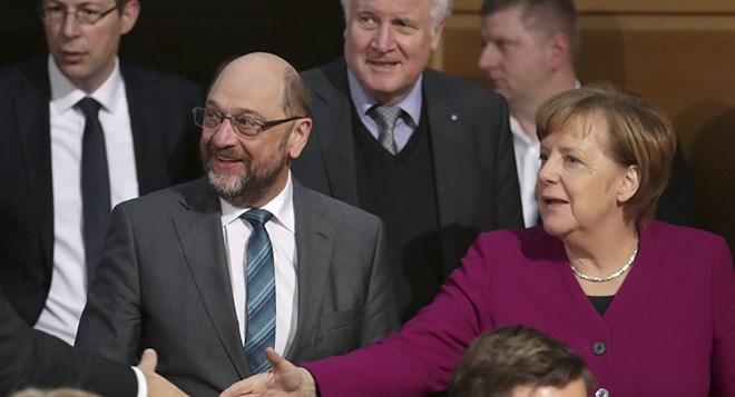 Lãnh đạo Liên minh Dân chủ/ Xã hội Cơ đốc giáo (CDU/CSU) Angela Merkel và đảng Dân chủ Xã hội (SPD) Martin Schulz. (Nguồn: AP)