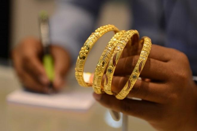 Giá vàng ở châu Á chạm mức thấp nhất trong bốn tuần qua