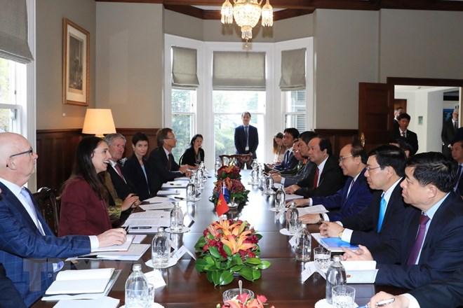 Thủ tướng Nguyễn Xuân Phúc và Thủ tướng New Zealand Jacinda Ardern hội đàm. (Ảnh: Thống Nhất/TTXVN)