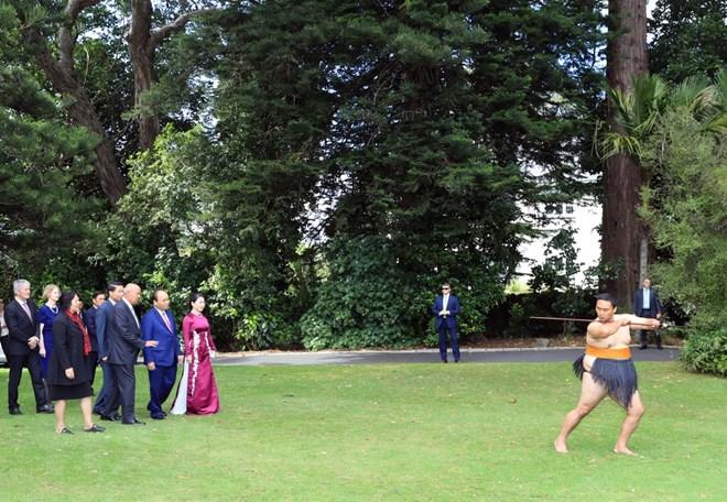 Nghi thức chào đón truyền thống của người Maori - tộc người đầu tiên khai phá, sinh sống tại xứ đảo New Zealand. (Ảnh: Thống Nhất/TTXVN)