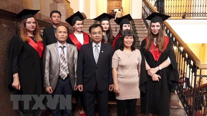 Những thạc sỹ ngôn ngữ, văn học Việt Nam đầu tiên ở Ukraine