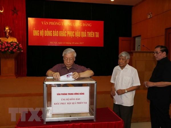 Lãnh đạo Đảng, Nhà nước quyên góp ủng hộ người dân vùng lũ - ảnh 1
