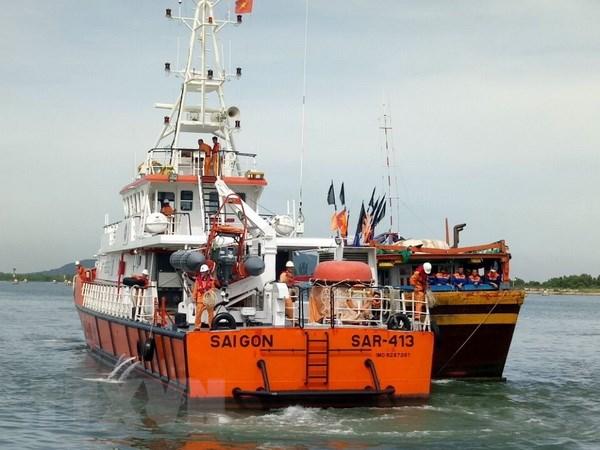 Cứu 6 thuyền viên của tàu cá Khánh Hòa bị chìm tại Ninh Thuận