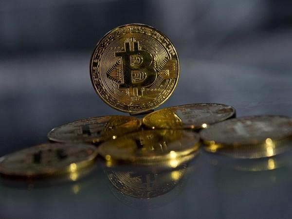 Đồng bitcoin mạ vàng lưu niệm tại London, Anh ngày 20/11/2017. (Nguồn: AFP/ TTXVN)