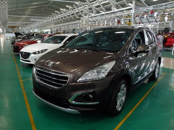 Thị trường ôtô: Nghịch lý thuế giảm nhưng giá xe vẫn chưa giảm - ảnh 1