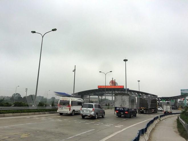 Phương tiện lưu thông qua trạm thu phí của dự án đường cao tốc Pháp Vân. (Ảnh: Việt Hùng/Vietnam+)