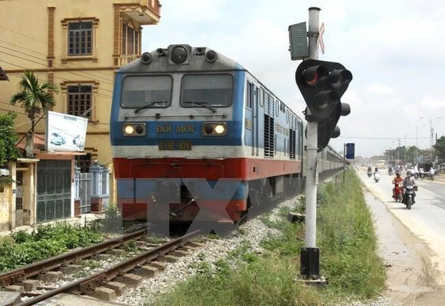 Tốc độ chạy tàu và tải trọng của đoàn tàu trên tuyến Bắc-Nam vẫn chưa được đồng nhất do sự lạc hậu về hạ tầng. (Ảnh: TTXVN)