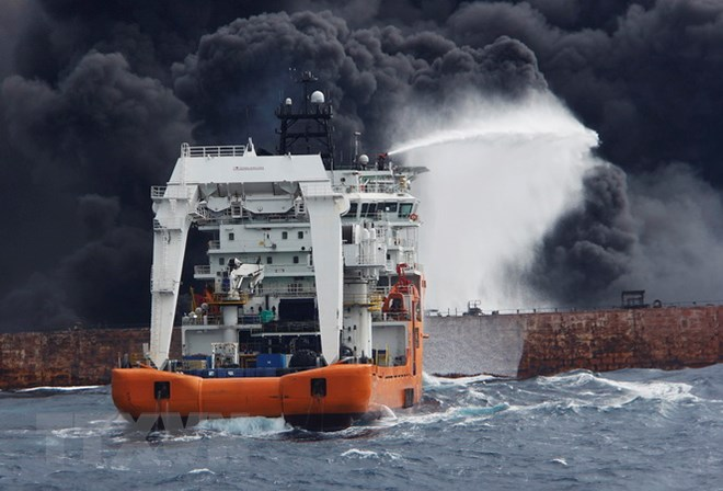 Tàu chở dầu Iran chìm tại Thượng Hải sau hơn 1 tuần bốc cháy - ảnh 1