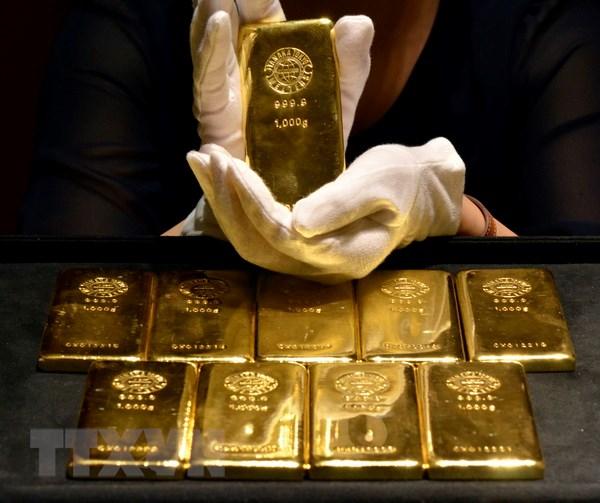 Giá vàng thế giới giảm nhẹ trong bối cảnh lãi suất có thể tăng tại Mỹ - ảnh 1