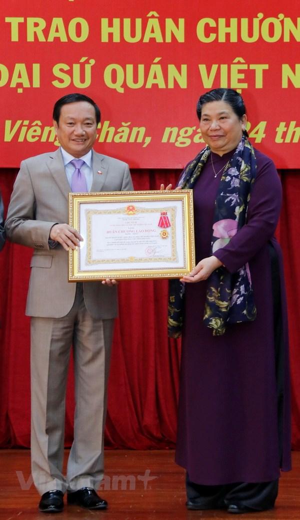 Đại sứ quán Việt Nam tại Lào đón nhận Huân chương Lao động hạng Nhất - 1