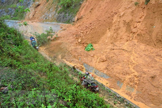 Lào Cai mở đường tránh tạm do tình trạng sạt lở trên Quốc lộ 279