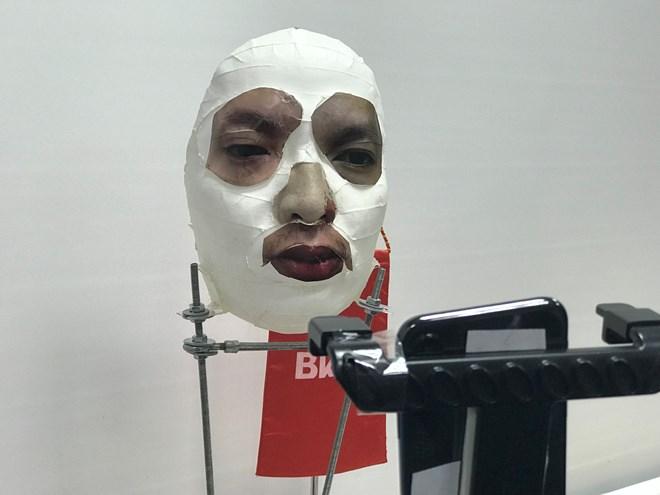 Doanh nghiệp Việt trình diễn mở khóa Face ID iPhone X bằng mặt nạ - ảnh 2