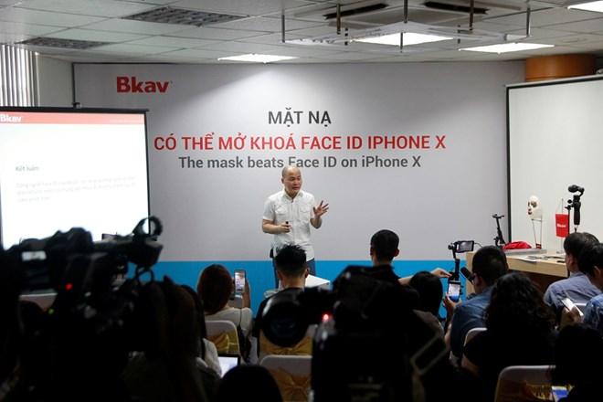 Doanh nghiệp Việt trình diễn mở khóa Face ID iPhone X bằng mặt nạ - ảnh 1