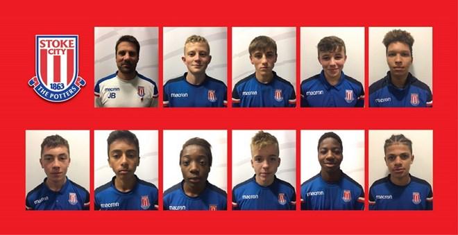 Các cầu thủ trẻ U15 của CLB bóng đá Stoke City dự giải giao hữu quốc tế do PVF tổ chức.