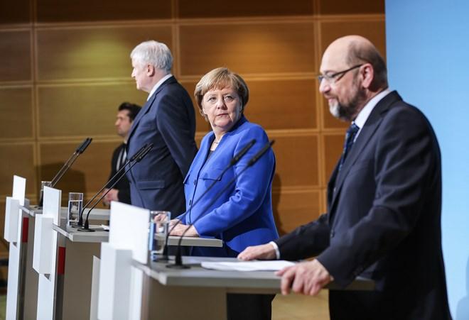 Liên minh CDU/CSU của Thủ tướng Đức Angela Merkel (giữa) và đảng SPD đã đạt thỏa thuận quan trọng về chính sách nhập cư. (Nguồn: THX/TTXVN)