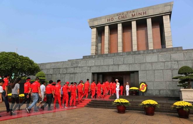Lăng Chủ tịch Hồ Chí Minh đón khách đến viếng trở lại từ ngày 5/12