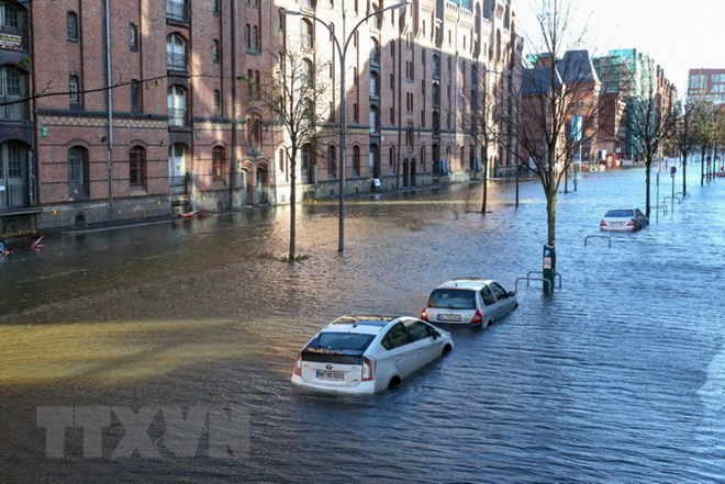 Cảnh ngập lụt do mưa lớn sau khi bão Hewart quét qua Hamburg, Đức ngày 29/10/2017. (Ảnh: AFP/TTXVN)