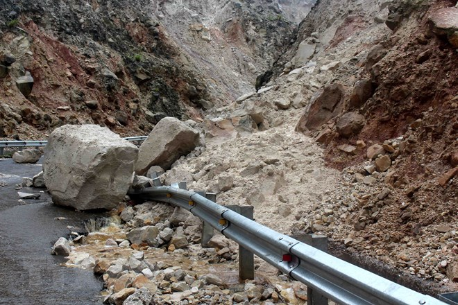 Lai Châu: Cảnh báo nguy cơ sạt lở, đá rơi ở huyện vùng cao Sìn Hồ - ảnh 3