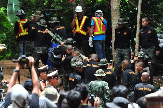 Bốn thành viên của đội bóng thiếu niên Thái Lan được giải cứu