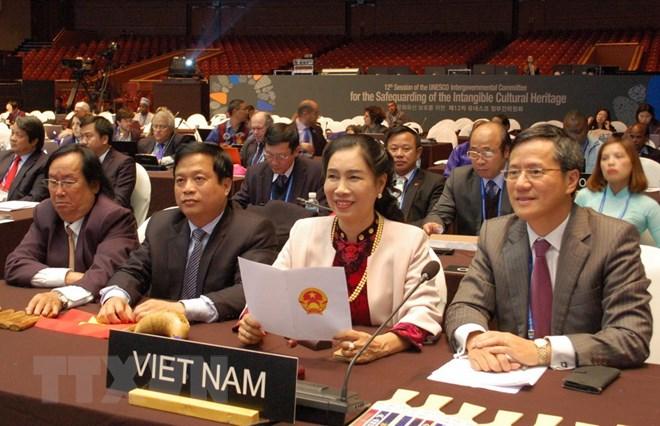 Kỳ họp của Ủy ban Liên Chính phủ Công ước UNESCO nhất trí ghi danh hồ sơ 'Nghệ thuật Bài Chòi Trung bộ Việt Nam' là di sản văn hóa phi vật thể đại diện của nhân loại. (Ảnh: Vũ Toàn/TTXVN)