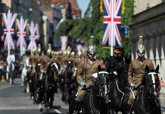 [Video] Tổng duyệt diễu hành chuẩn bị cho Lễ cưới Hoàng tử Harry - ảnh 1