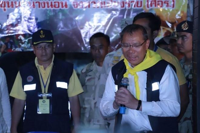 Ông Narongsak thông báo chiến dịch giải cứu trong cuộc họp báo lúc 21 giờ.