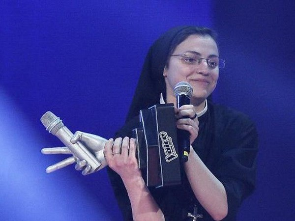 Sơ Cristina giành chiến thắng trong cuộc thi The Voice Italy 2014