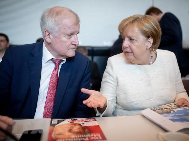 Bộ trưởng Nội vụ Đức không thể làm việc với Thủ tướng Merkel