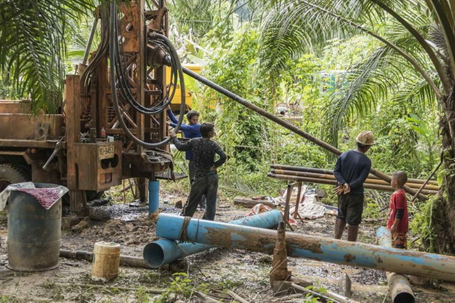 Cứu hộ Thái Lan khoan hơn 100 lỗ thoát hiểm trên hang Tham Luang